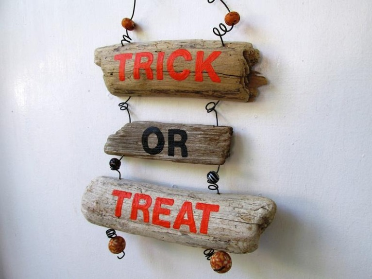 Driftwood Trick or Treat Sign